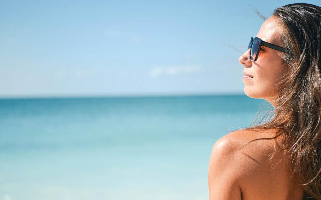 Sol, playa y piscinas – Disfruta y cuida tu pelo